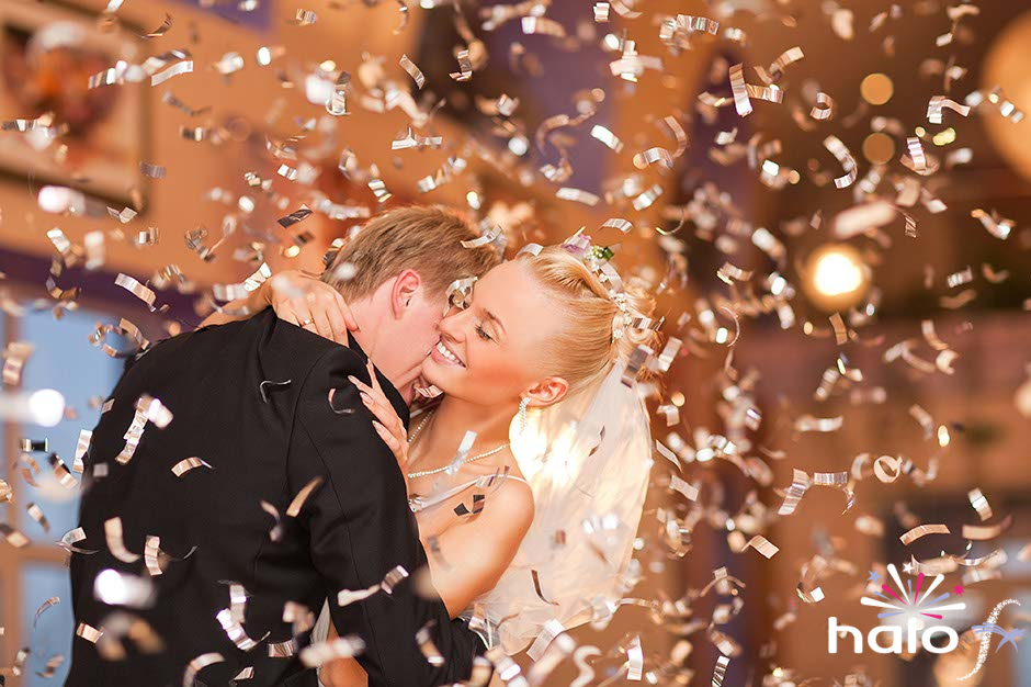 Gold confetti for Gemma and Paul's wedding first dance