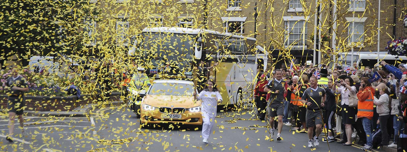 Slider Olympic Torch Rugby Gold confetti and streamers