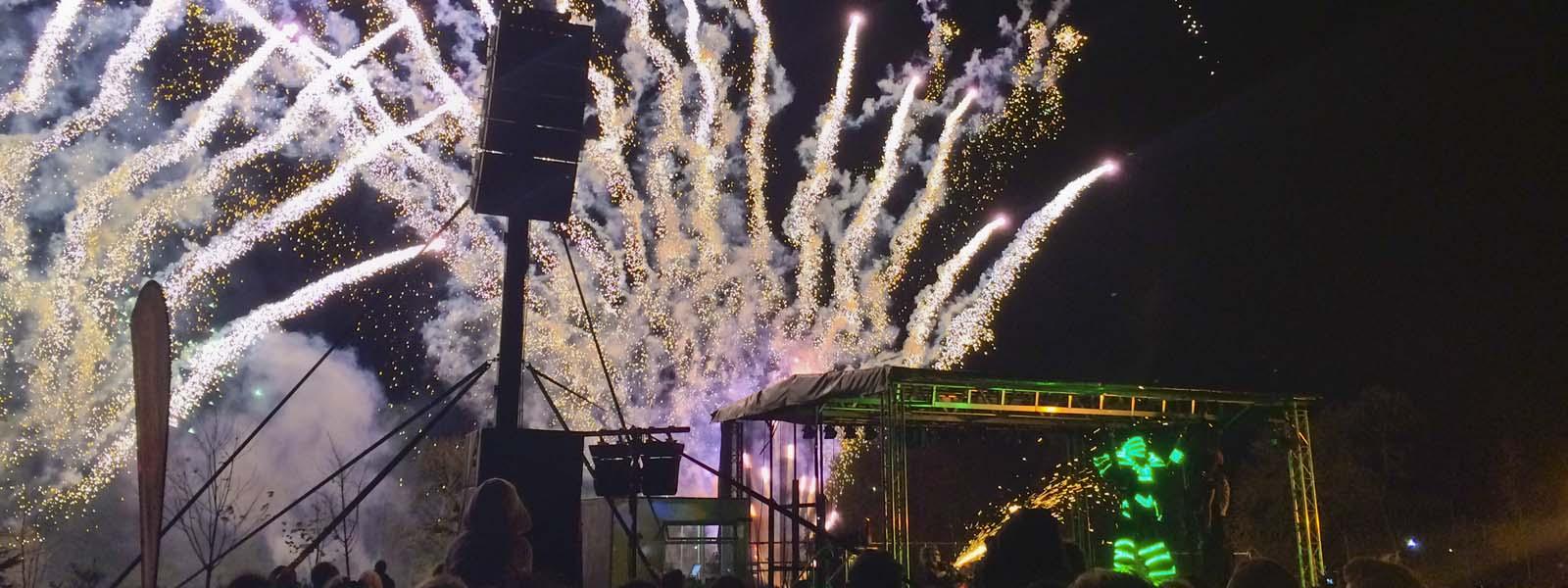 Slider Rugby Fireworks with Area 51 Globot
